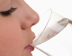 Bahaya Minum Air Putih untuk Kesehatan