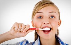 Gambar Cara Menyikat Gigi untuk Gigi Gingsul