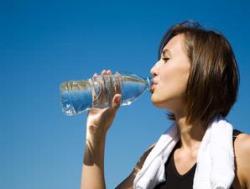 Minum Air Putih. Manfaat Minum Air Putih untuk Kecantikan Kulit