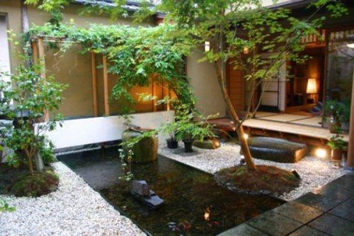 Gambar Taman dalam rumah dengan kolam yang asri