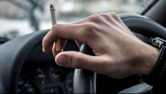 Gambar Larangan Orang Merokok di Mobil
