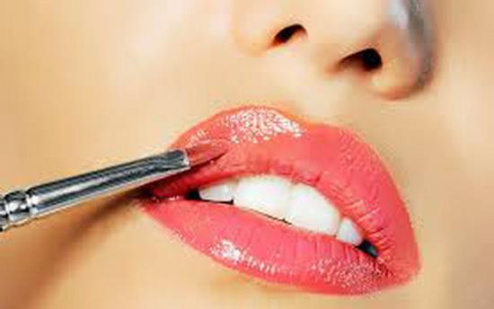 Gambar Cara Memakai Lipstik