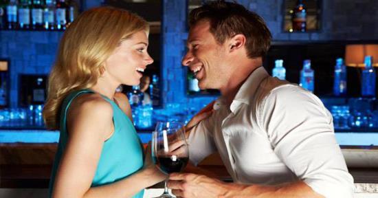Gambar Pria dan Wanita Sedang Jatuh Cinta