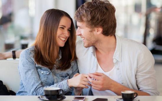 Gambar Orang Sedang Kencan Pertama