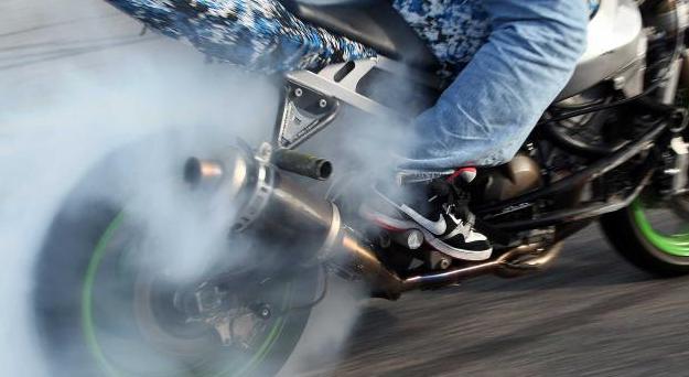 Gambar Penyebab Knalpot Motor Mengeluarkan Asap Putih