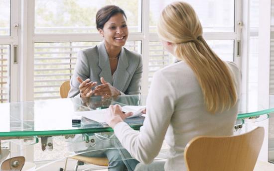 Gambar Orang yang Sedang Melakukan Wawancara Kerja atau Interview