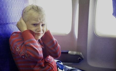 Penyebab dan Cara Mengobati Sakit Telinga Saat Naik Pesawat