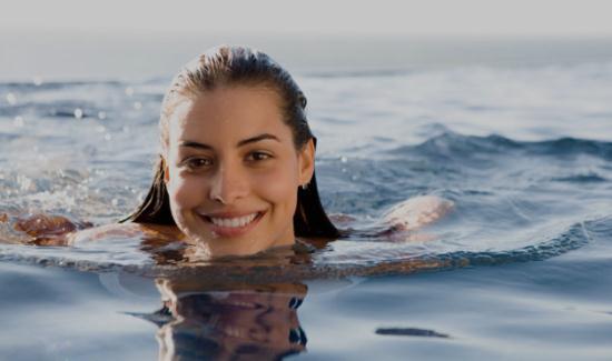 Gambar Ibu Hamil Sedang Berenang