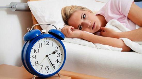 Gambar Orang yang Mengalami Insomnia atau Susah Tidur di Malam Hari