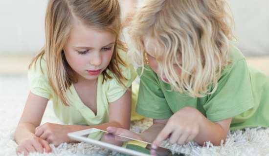 Gambar Anak Bermain Internet