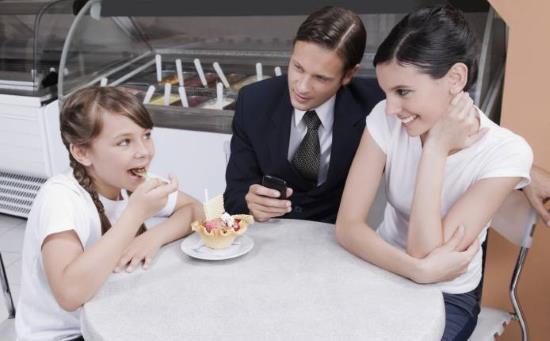Gambar Cara Mengenalkan Pasangan Baru pada Anak