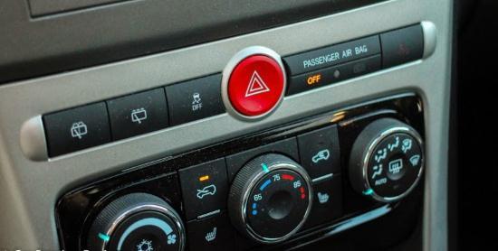 Gambar Tombol Lampu Hazard Mobil