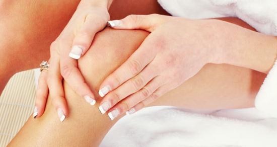 Gambar Kulit Sikut dan Lutut Hitam dan Gelap