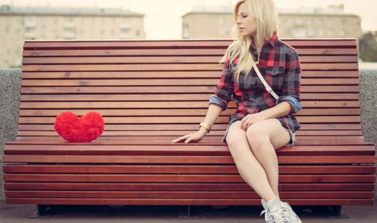 Gambar Wanita Tanpa Kekasihnya Saat Hari Valentine