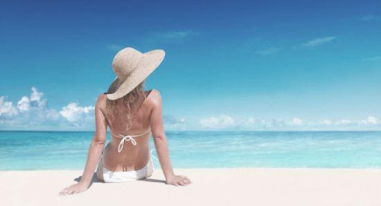 Gambar Kulit Gelap dan Belang Karena Terbakar Sinar Matahari Langsung di Pantai
