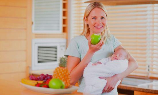 Gambar Ibu Baru Melahirkan Makan Makanan Sehat