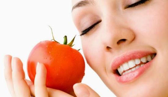 Gambar Cara Membuat Masker Tomat untuk Mengurangi Minyak Berlebih di Wajah